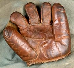 artifact_glove